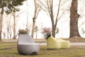 Мебель в Салониках из переработанного пластика
