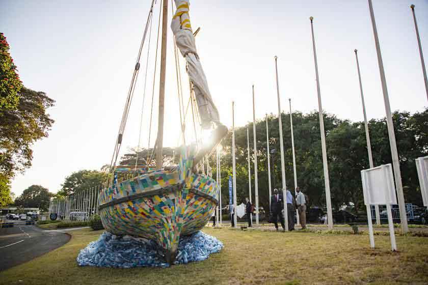 Лодка из пластика на Ассамблее ООН по охране окружающей среды