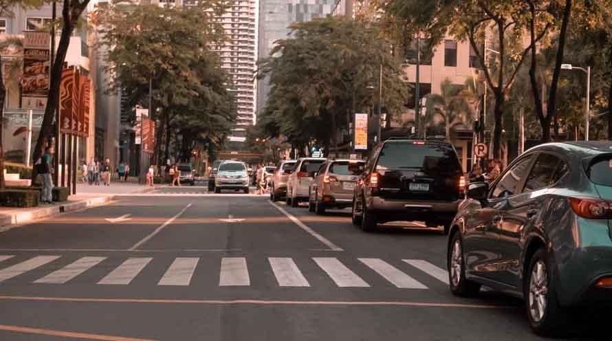 Автомобили на улицах города
