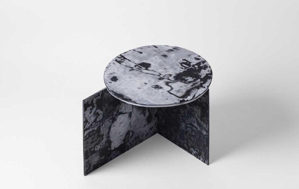 Стол из переработанных джинсов