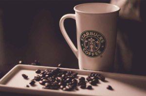 Инициатива Starbucks по внедрению многоразовой кофейной чашки в аэропорту Гатвик