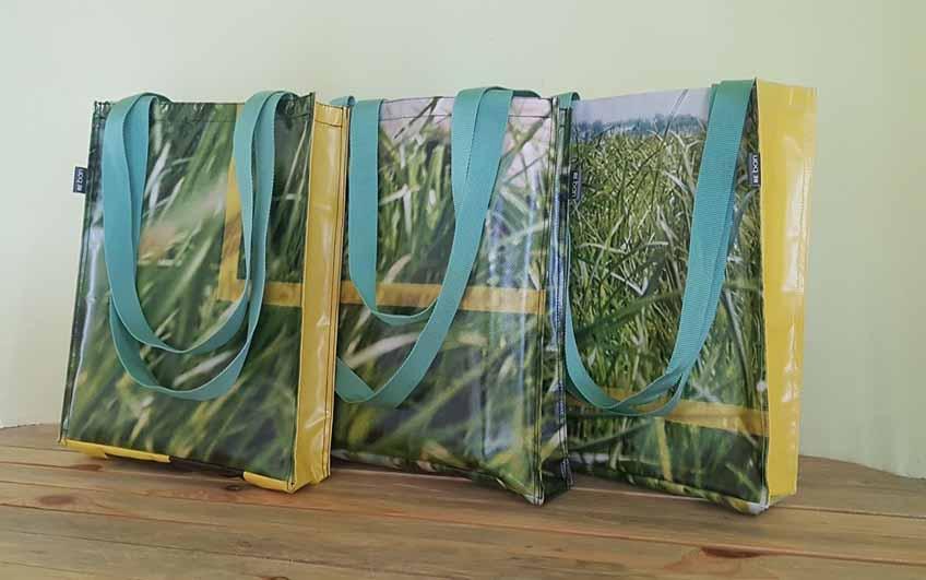 Сумки из использованной баннерной ткани