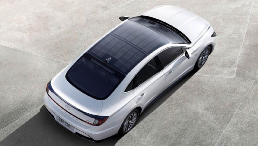 Hyundai с солнечными панелями на крыше