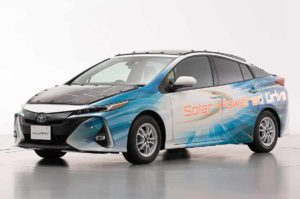 Toyota Prius с солнечными панелями на крыше