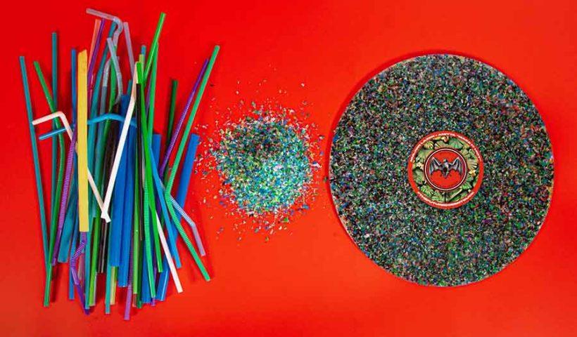музыкальные пластинки из переработанных пластиковых соломинок